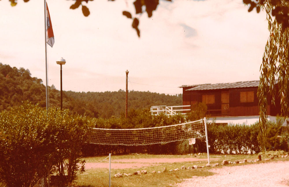 Esponellà Campsite's first volleyball court